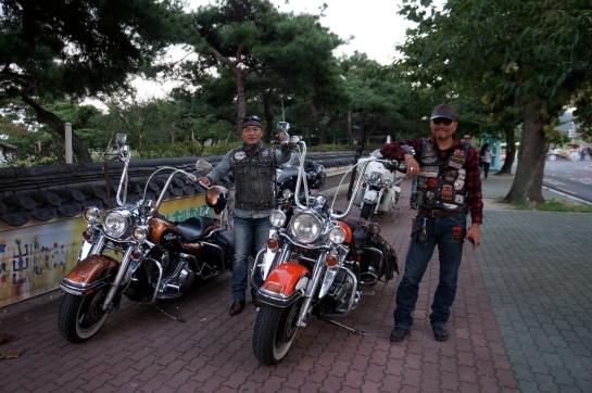 bikeri coreeni camuflati in baieti rai